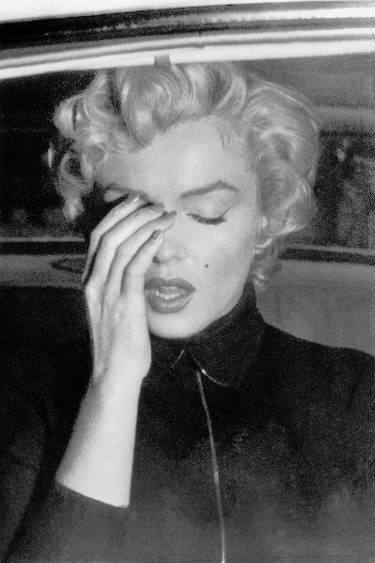 The Truth Behind Andy Warhol, Marilyn Monroe and the Pop Art Movement